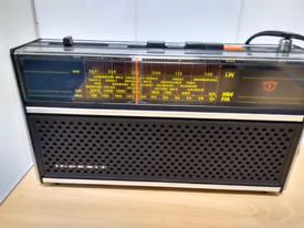 Vintage 5 Band Radio