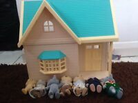 Sylvanian family house and 7 figures