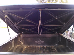 solid tonneau cover 2006 f150 London Ontario image 1