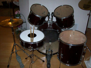 DRUM SET  --  FULL  SET UP  --  LIKE NEW