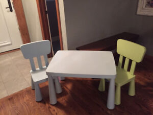 Kids table for sale