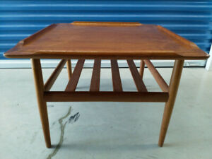 vintage teak coffee table with magz rack perfect 4 condo $125