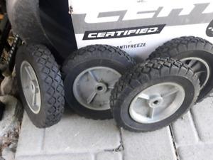 4 roues 8po par 1.75 de largeur valeur neuf 80$