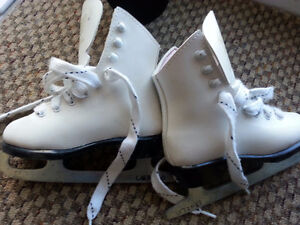 Little Girls Ice Figure skates in excellent condition and sharp