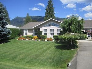Sicamous - Move in Ready!! Priced to Sell!!