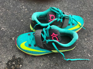 Nike Kd, Kevin Durant Kids shoes size 4 almost 10/10 condition.