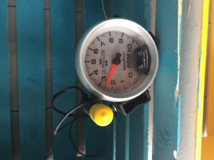 Auto meter tach and pen shift light