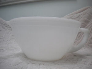 LARGE WHITE MILK GLASS FEDERAL WARE BATTER BOWL