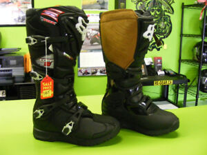 FOX Comp 5 Boots - NEW - Size: 8, 9 and 12 at RE-GEAR