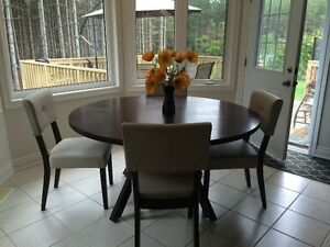 New Modern Round Wood table and 4 Chairs