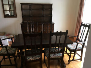 Beautiful Ethan Allen Dining set, Table, 6 chairs, hutch