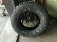 1 PNEU / 1 ALL SEASON TIRE 235/75/15 GOODYEAR WRANGLER