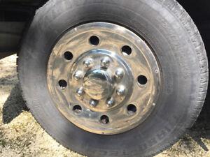 Wanted hubcap for a Dodge roadtrek