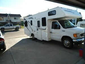 REDUCED - 2006 MAJESTIC 23A MOTORHOME/2005 FORD F350