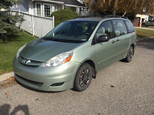 2008 Toyota Sienna CE, Motivated to sell. (Incl. Carproof)