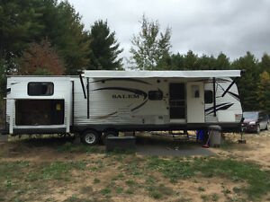 2014 Salem 31 Ft. Travel Trailer with Outdoor Kitchen Kawartha Lakes Peterborough Area image 1