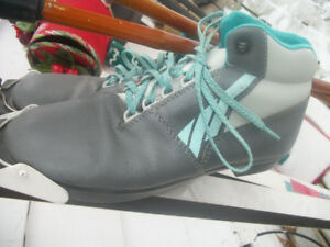 MENS MEDALIST SKIS WAXLESS .BOOTS  3PIN SIZE 9  .POLES .