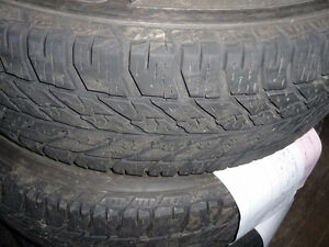 2 pneus d'hiver, 235/65/17 goodyear UltraGrip Winter