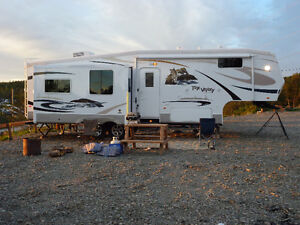 32' 2011 FoxValley fifth wheel trailer & F250 Super duty package