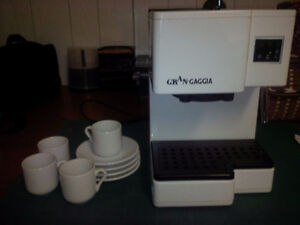 Expresso Coffee Machine with accessories and small cup set