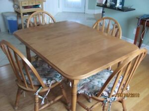 TABLE -CHAIRS- BUFFET/HUTCH