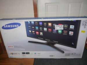 "40"" Samsung Smart tv with built in WiFi"