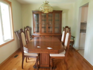 Oak Kitchen Table With 1 Leaf And 6 Chairs