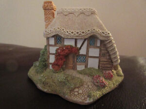 Lilliput Lane Collector Series - Strawberry Cottage