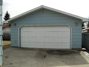 OVERSIZE DOUBLE GARAGE FOR RENT