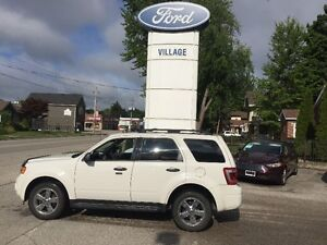2012 Ford Escape XLT SUV, v-6 leather sunroof 4x4