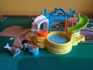 Fisher Price Little People Aquarium Visit