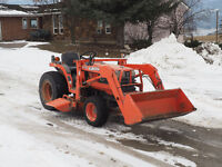 Kubota B1700 HST with Loader and Belly Mower