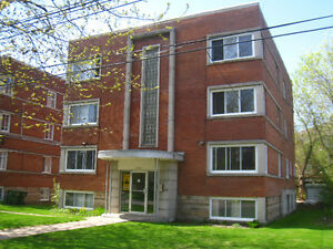 DORVAL LARGE BRIGHT 4 1/2 THIRD FLOOR CLOSE TO WATERFRONT