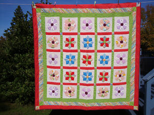 Vintage Hand Sewn Dresden Plate Quilt 80 x 78 inch