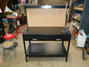 NEW MASTER CRAFT   WORK BENCH  AND  NEW  VISE