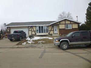 Family house for rent corner lot Gibbons AB