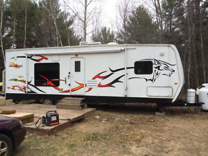 """Wolf  Pack Toy Hauler 30' x 8' 6"""""""