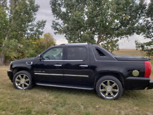 2010 Cadillac Escalade EXT in Excellent Condition For Sale