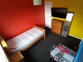 **Spacious SIngle Room**Stanway A12 Location**