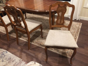 Solid wood Dinning Room Table 4 chairs set