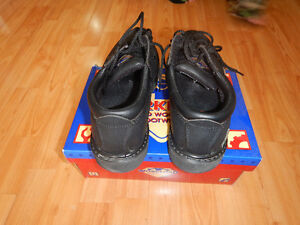 Steel Toe shoes - size 8 US