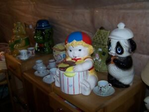 SEVERAL VINTAGE COOKIE JARS BY DIFFERENT MAKERS