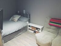GORGEOUSLY DECORATED STUDIO FLAT FOR STUDENTS £168pw SHORT TERM LET ASAP TO 15/04/17