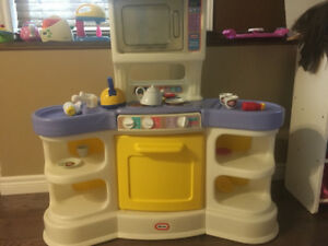 Little Tyles play kitchen