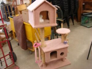 CAT JUMP HOUSE AND SCRATCH AREAS LARGE