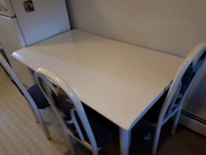 Kitchen table w' 3 chairs