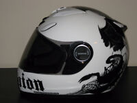 3 casques de moto ICON, SCORPION et FULMER