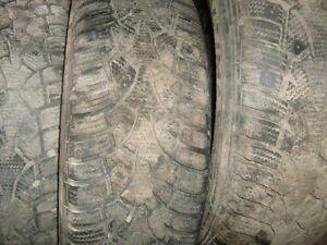 3 pneu sur jante de protegé