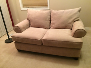 Love seat 2-seat couch