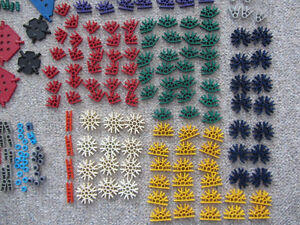 Over 300 Pieces of K'Nex With A Carrying Case Kitchener / Waterloo Kitchener Area image 4